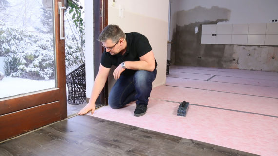 Vinylboden an Terrassentüren verlegen
