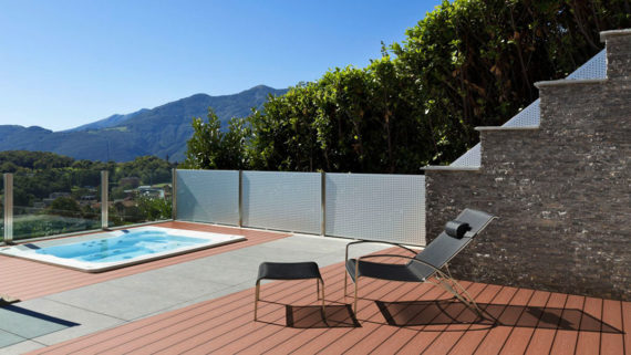 die wpc terrasse alles wissenswerte zum bankirai ersatz planeo. Black Bedroom Furniture Sets. Home Design Ideas