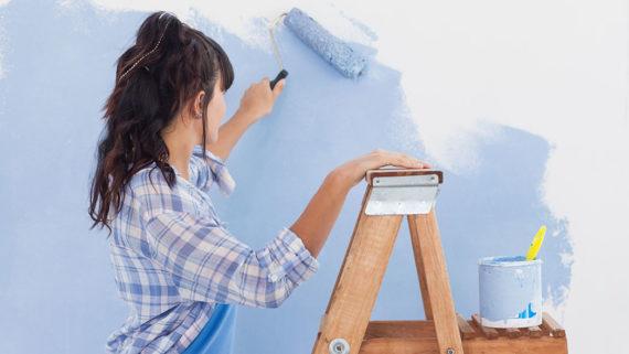 Verputzte Wand streichen - Das müssen Sie beachten