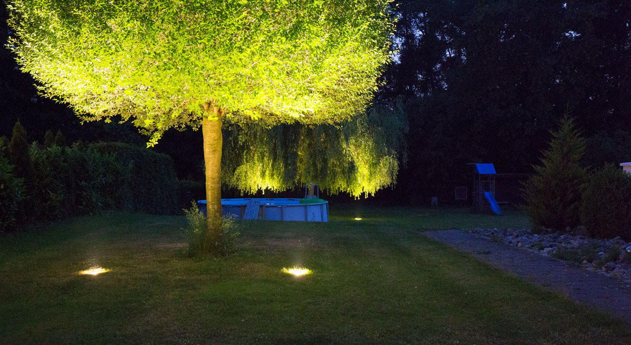 LED-Gartenbeleuchtung umgesetzt mit GardinoLights von planeo.